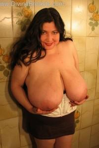 Latina milf in tee shirt nude